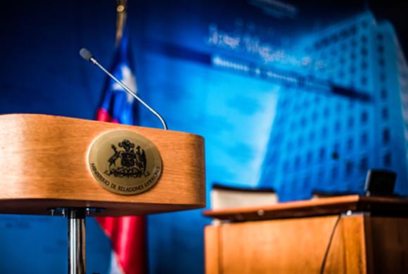 Más vale tarde que nunca: Hay embajador chileno en Francia