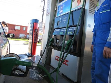 Vuelven a bajar las bencinas pero poquitito si se compara con el megabajón del petróleo: En Chile bajarán US$ 0,0070 $6