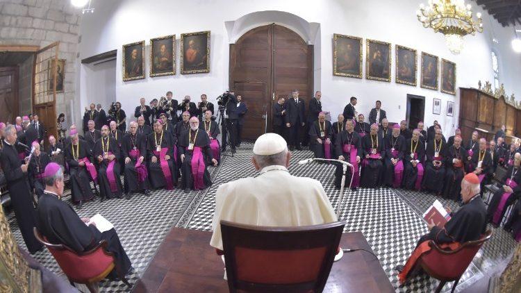 Vaticano advierte que la reunión del Papa con obispos chilenas es en serio y no un lavado de imagen