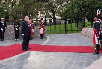 Histórico: En Buenos Aires canciller británico rindió homenaje a los caídos en la Guerra de las Falkland/Malvinas