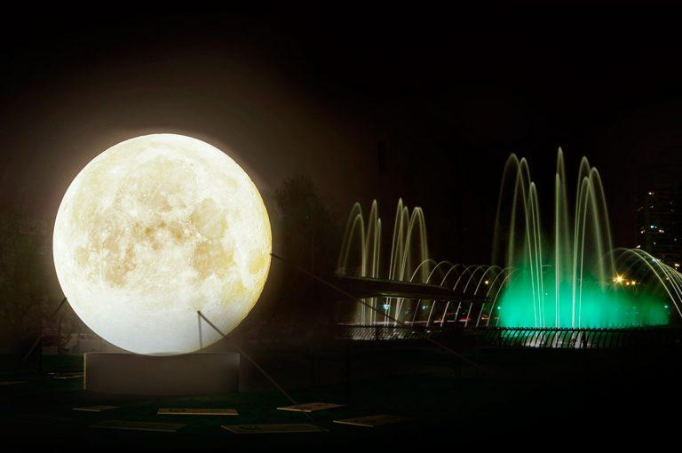 Instalan súper luna en Santiago