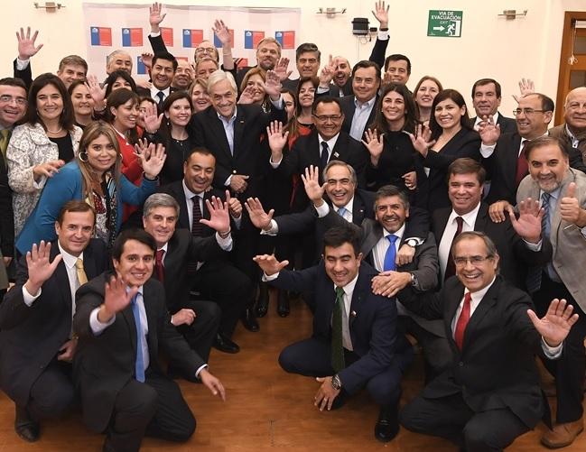 Senador Pugh participa en reunión del Gobierno Regional con el Presidente Piñera