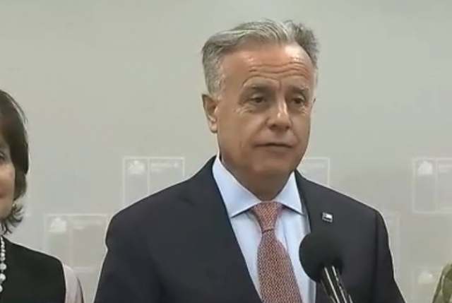La guerra se desata en el Minsal: ministro Santelices contra subsecretario Castillo