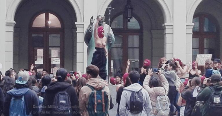 Ex alumnas y académicas de derecho de la UC solidarizan con estudiantes de pregrado por abusos sexuales