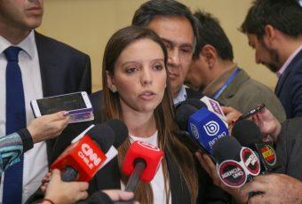 "RN baja el perfil a ""informados"" dichos de diputada Camila Flores"