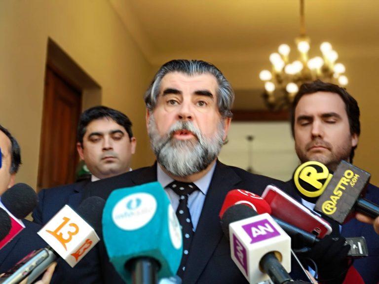 La Moneda acalla las críticas y rumores: Luis Mayol sigue en su cargo