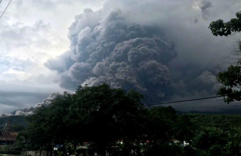 VIDEOS // Guatemala bajo las cenizas del  Volcán de Fuego: Ya suman 25 los muertos