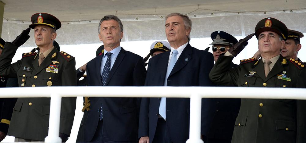 En medio de crisis por material militar, ministro de Defensa anuncia que derogará decreto que limita accionar de las FFAA