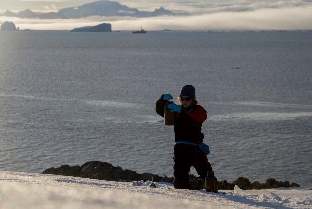Greenpeace, tras investigación, descubre contaminación de plástico y químicos peligrosos en el Océano Antártico