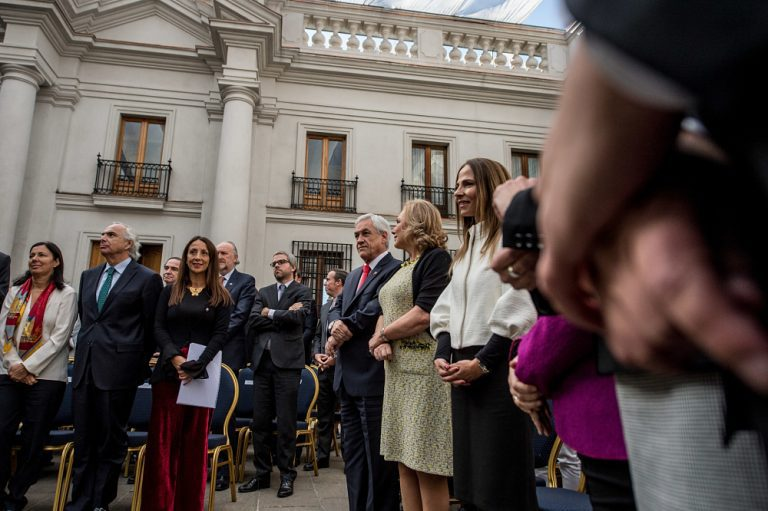 ¿Peña tenía razón? Se traba agenda feminista ante 'piropos' del Presidente Piñera