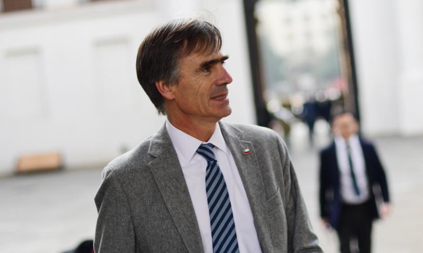 """Gobierno valora que SQM haya revertido la """"imprudencia"""" de nombrar a Ponce Lerou como asesor"""