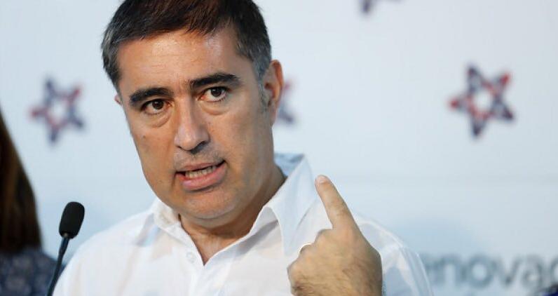 """Mario Desbordes despotrica contra columna de Carlos Peña por la conmemoración del """"No"""""""