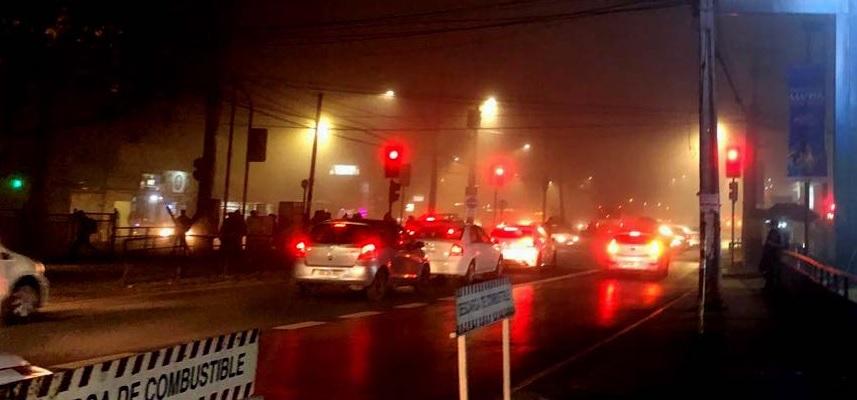 ¿Cediendo al miedo? Gobierno le baja el tiempo al rojo de  semáforos para reducir asaltos nocturnos