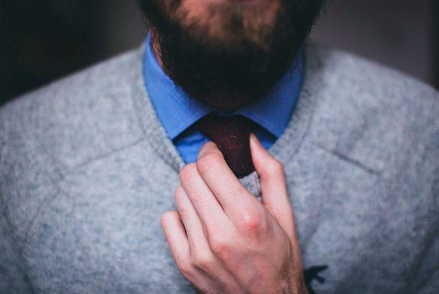Depilación láser en hombres: ¿Qué es la Pseudofolliculitis Barbae?
