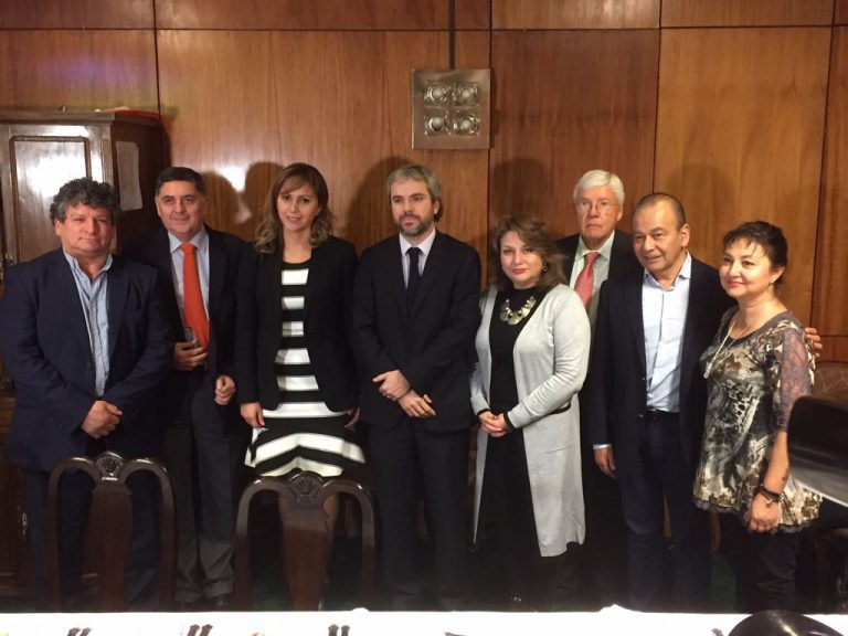 Parlamentarios PPD-PRO expresaron molestia a ministro de la Segpres por intento de censurar la mesa de la Cámara