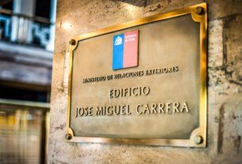 Ex Cancilleres mandan nueva carta para criticar la politización de las RREE que hace el Presidente Piñera