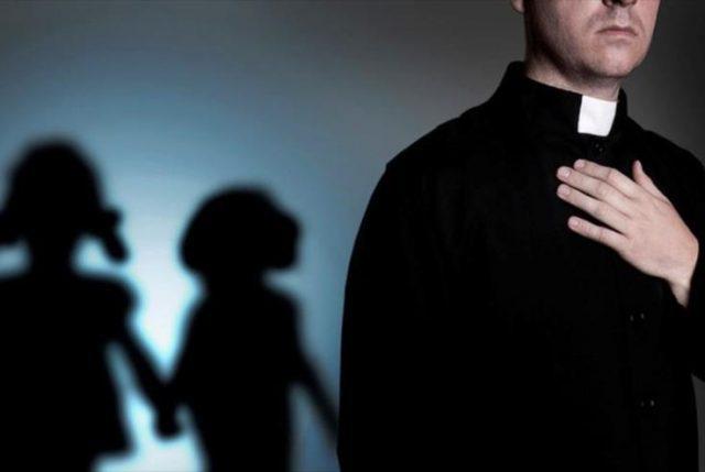 Obispos se deshacen en explicaciones y comunicados de prensa por abusos sexuales cometidos por curas bajo sus mitras