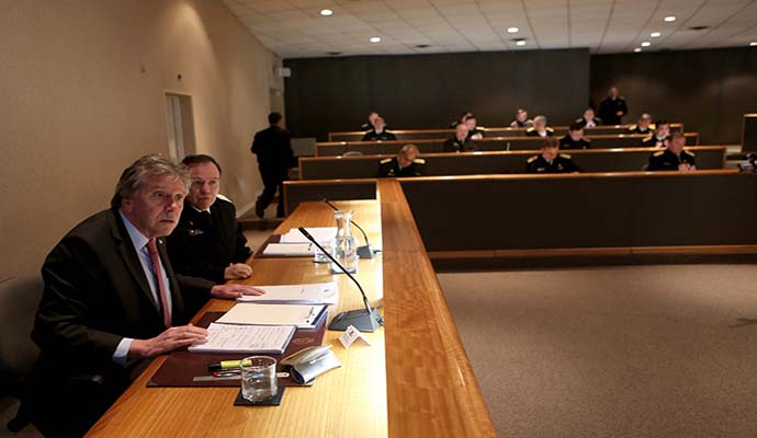 Ministro Espina expuso ante el Almirantazgo en el Consejo Naval