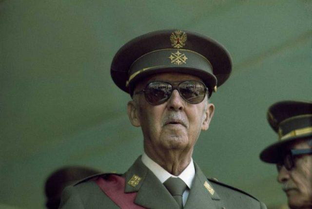 Gobierno español anulará sentencias franquistas y declarará ilegales grupos que hagan apología del dictador