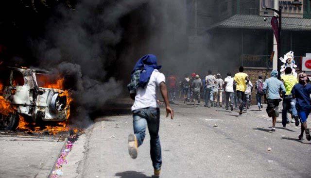Consulado de Chile en Haití pide NO circular por las calles de las ciudades del país debido al alto riesgo por las protestas