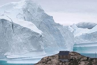 Comienza a alejarse peligro por gigantesco iceberg que amenazaba con destruir poblado de Groenlandia
