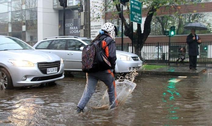 Sistema frontal deja paso niveles anegados, calles inundadas, voladura de techumbre y caída de árboles