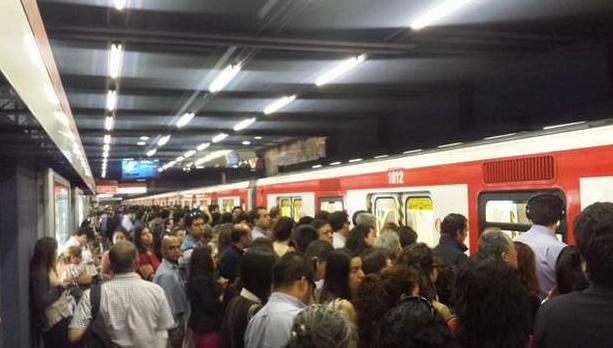 Para variar: Metro presenta fallas en hora peak en Línea 1 y provoca molestia en usuarios
