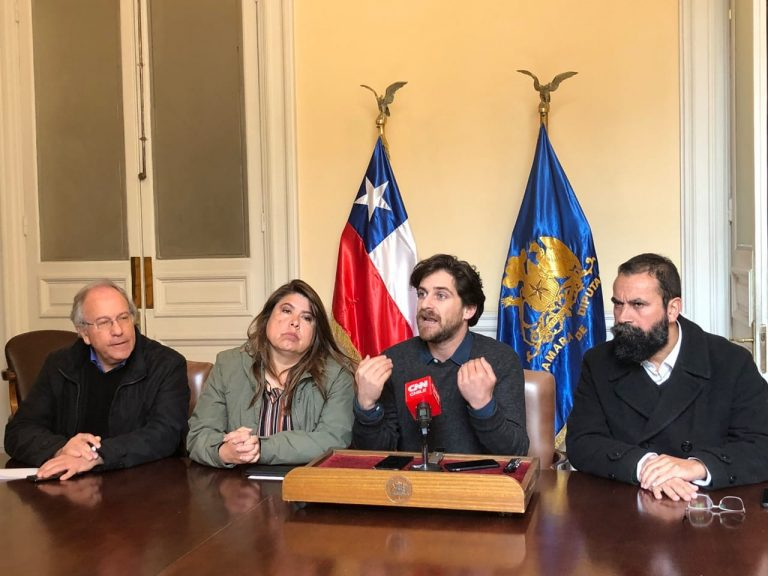 Parlamentarios de oposición revelan desconocidas reuniones entre el Fiscal Nacional y el ministro de Justicia