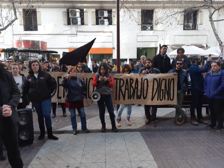 Diputados de oposición apoyan manifestación de la ANEF y el Fosis por despido injustificado de 117 trabajadores
