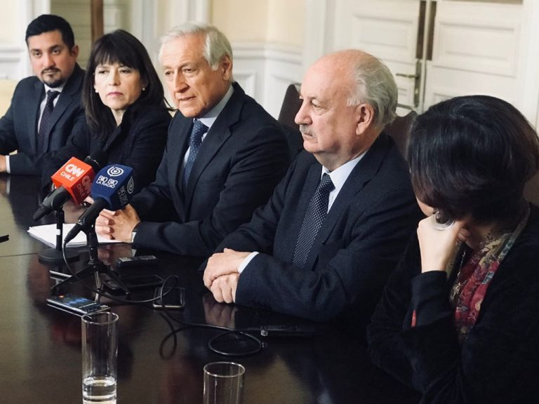 """Mesas directivas PPD y PC se reúnen en primera bilateral: """"Los tiempos están para conversar"""""""