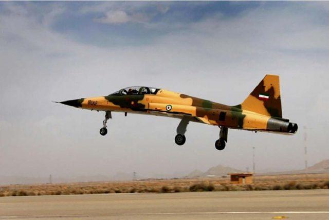 Irán presenta su primer avión de combate de fabricación nacional