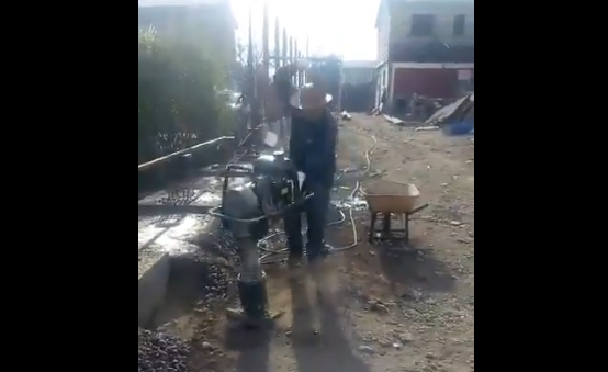 """Terminator dieciochero: Trabajador baila cueca con una """"Pata Pata"""""""