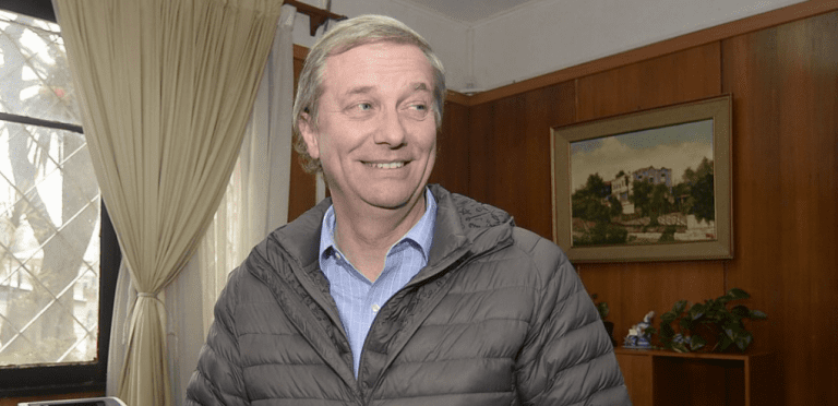 José Antonio Kast valora iniciativa de La Reina de entrenar a vecinos para uso de armas y Twitter lo crucifica