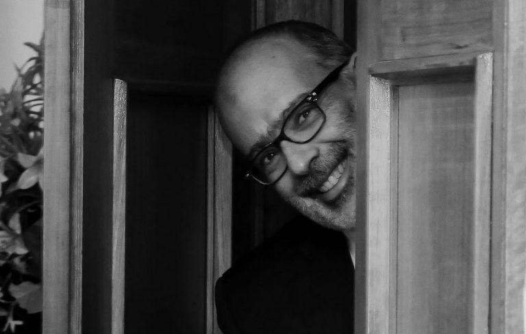 Política & Negocios: El fotogénico ex ministro Rodrigo Valdés  ahora director de la Bolsa Electrónica