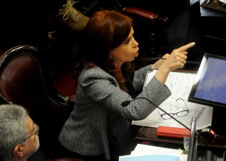 """Cristina sufre aplastante derrota en el Senado: Allanarán 3 de sus viviendas por caso """"bolsos con plata"""""""