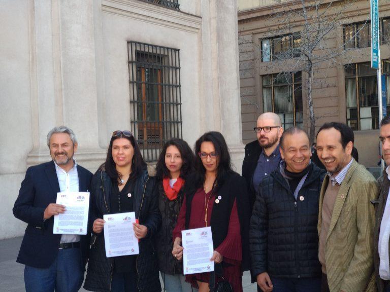 Los antipatriotas: CUT y oposición exigen presentar proyecto de salario mínimo a la brevedad