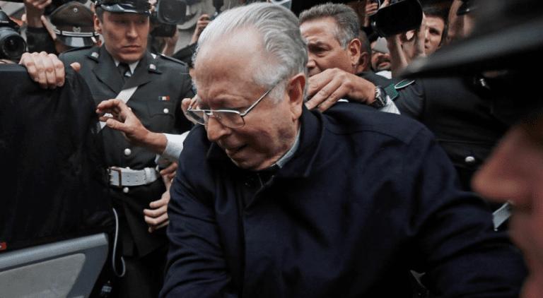 """Víctimas de Karadima valoran gesto del Papa de expulsar a Karadima y Vaticano reitera que fue """"por el bien de la Iglesia"""""""
