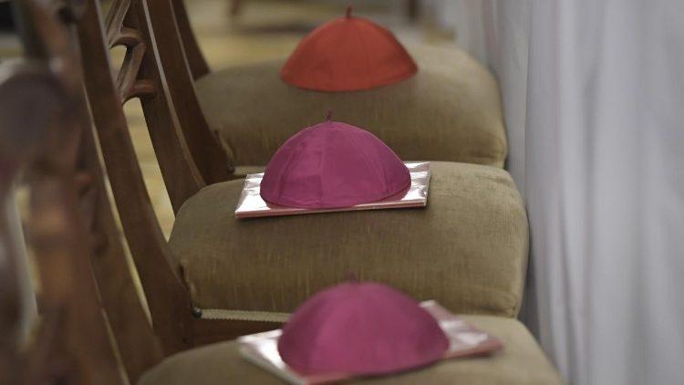 Papa acepta las renuncias de dos nuevos obispos implicados en delitos de abusos sexuales