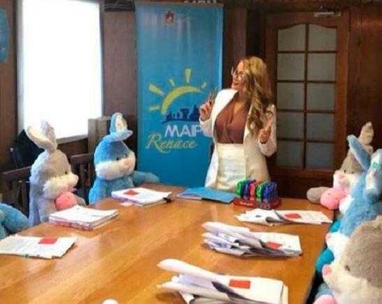 """Escala el #PelucheGate en Maipú: Municipio explica que se trató de una """"campaña educativa"""" y diputada recurrirá a la Contraloría"""