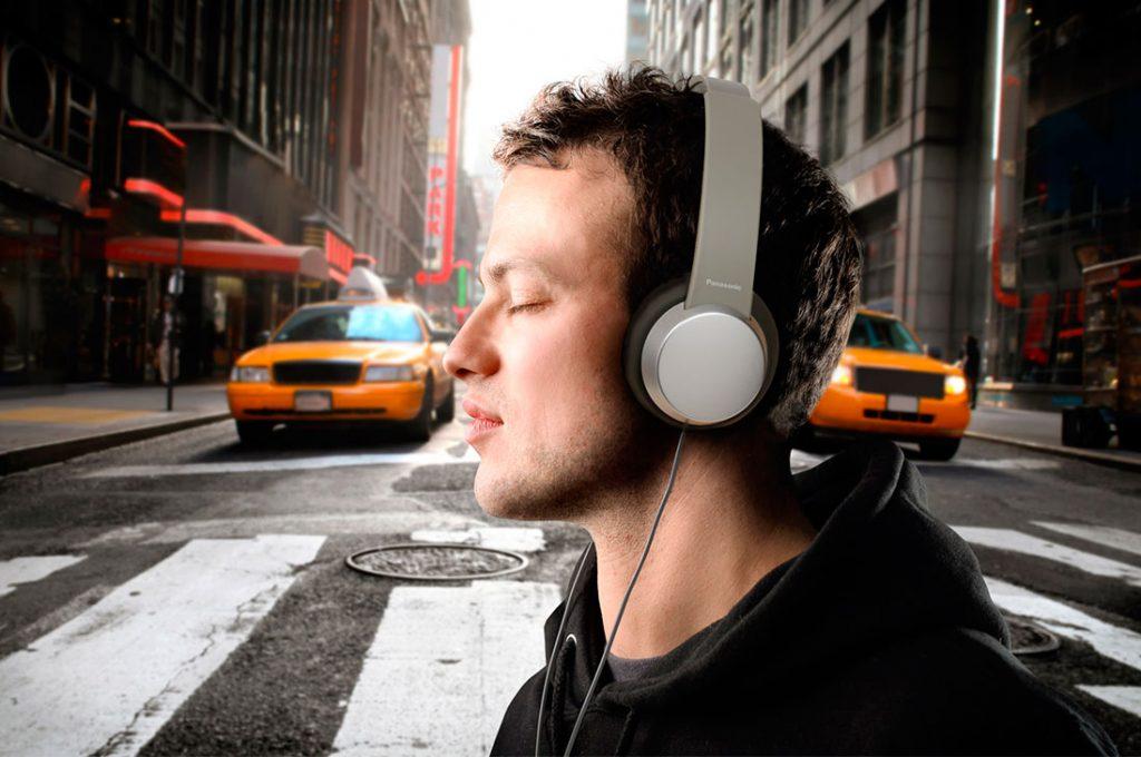 3 de cada 10 chilenos admite tener problemas auditivos