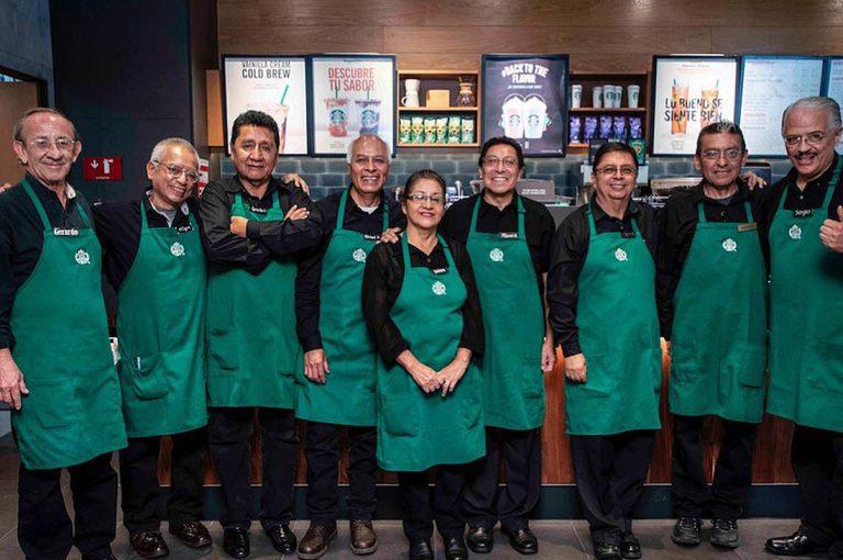En México abren el primer Starbucks atendido por adultos mayores