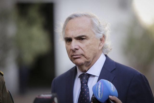 """No basta """"Aula Segura"""": Gobierno anuncia sanciones más duras contra quienes no respeten a Carabineros"""