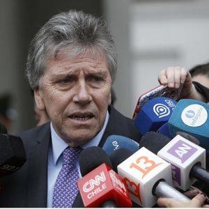 Alberto Espina, ministro de Defensa comentando la incursión de soldados argentinos en Campo de Hielo Sur