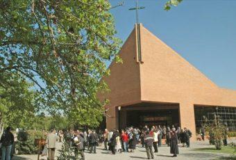 Cura Hasbún sale en defensa de ex obispo Cox y discrepa con la opinión de los fieles de Schoenstatt