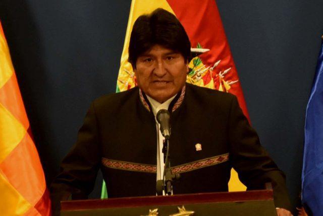 ACTUALIZADO// Bolivia hundida en el caos: EVO y su vicepresidente RENUNCIAN acosados por protestas y fraude electoral