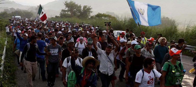 """Éxodo de migrantes en busca del """"Sueño Americano"""": Tres multitudinarias caravanas avanzan por México para llegar a EEUU"""