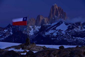 """Cancillería sale al paso de críticas por mapas argentinos que hacen propios territorios chilenos y dice que relaciones son """"excelentes"""""""