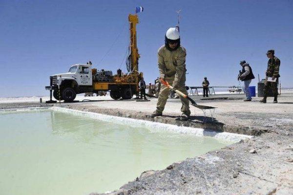 """Comisión de Minería del Senado advierte """"temores"""" a la concentración del mercado del litio"""
