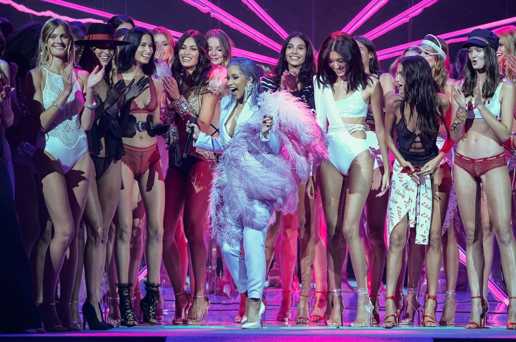 Semana de la Moda inicia con sensual desfile de la marca francesa Etam