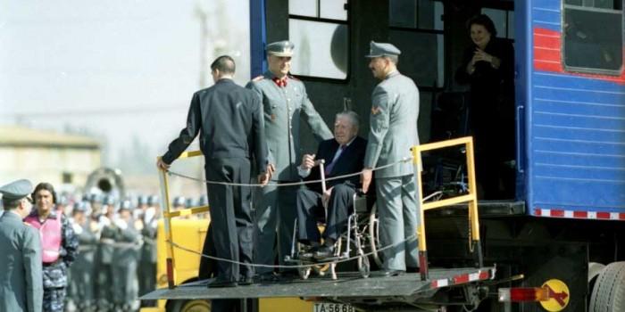 Jack Straw recuerda episodio Pinochet en Londres y hace mea culpa por dejarlo en libertad